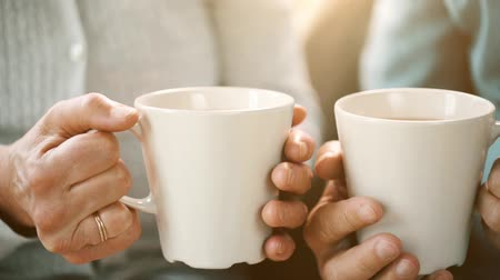 пенсионер : senior couple hands with cups of tea