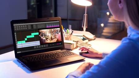 especialista : editor working on video file on laptop at night Stock Footage