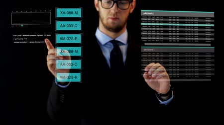 realidade : businessman working with data on virtual screen