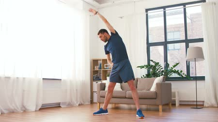 dobrar : man exercising and leaning at home