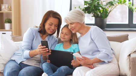 ailelerin : mother, daughter and grandmother with gadgets