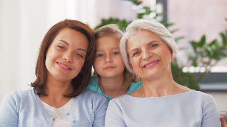 przedszkolak : portrait of mother, daughter and grandmother Wideo