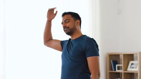 bilezik : man with fitness tracker stretching body at home Stok Video