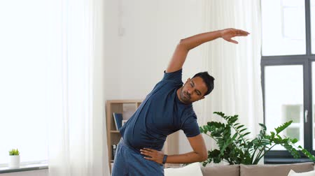 браслет : indian man exercising and leaning at home Стоковые видеозаписи