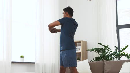 браслет : man with fitness tracker stretching waist at home