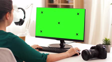creator : woman with with green screen on computer at home Stock Footage