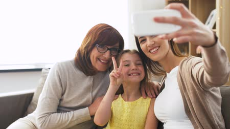 fotografando : mother, daughter and grandmother taking selfie