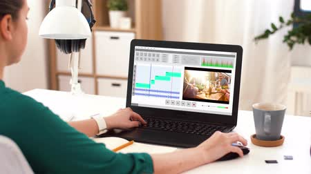 editor : woman with video editor program on laptop at home