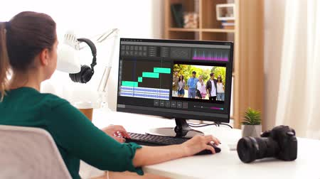 poczta : woman with video editor program on computer Wideo