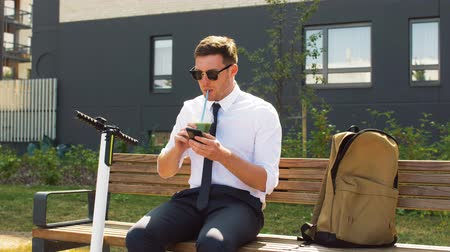 mobilet : businessman with smartphone drinking smoothie