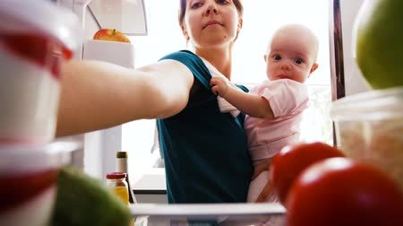 chladič : mother with baby taking food from fridge at home
