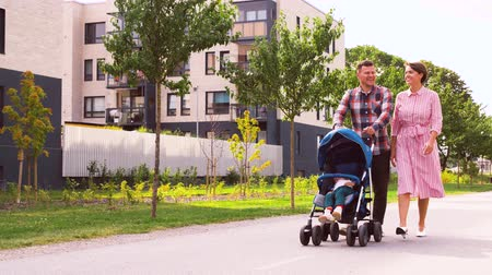wozek dzieciecy : family with baby in stroller walking along city