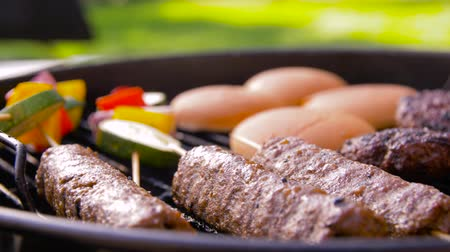 bun : barbecue kebab meat and vegetables on grill