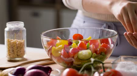 sedir : woman cooking vegetable salad with pine nuts Stok Video