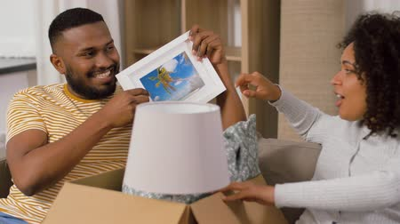 picture box : happy couple with boxes moving to new home Stock Footage