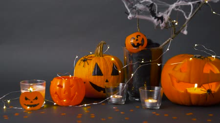 spinnenweb : pumpkins, candles and halloween decorations