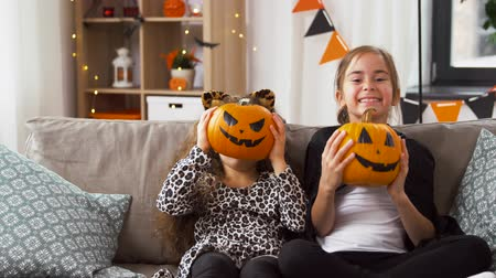 salva : girls in halloween costumes with pumpkins at home Dostupné videozáznamy
