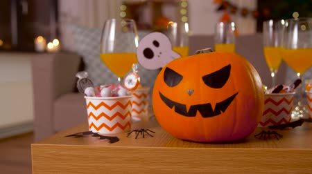 salva : halloween decorations and treats on table at home Dostupné videozáznamy