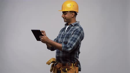 trabalhador manual : happy indian builder in helmet with tablet pc