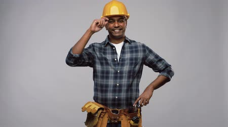 s rukama zkříženýma : happy indian worker or builder with crossed arms Dostupné videozáznamy