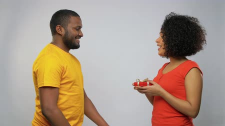 blahopřání : happy african american couple with red gift box