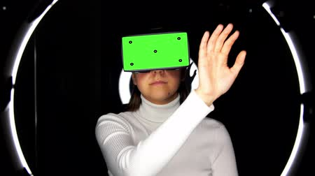 aureool : woman in vr glasses over illumination on black