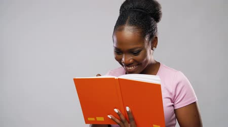 essay : african american woman with notebook