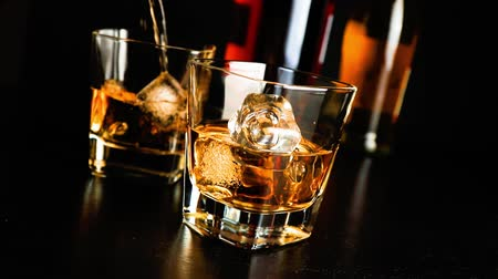 viski : barman pouring whiskey on bar table lounge bar atmosphere Stok Video