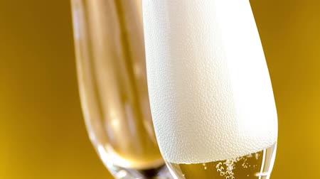 na zdraví : a pair of flutes of champagne with golden bubbles on golden background Dostupné videozáznamy