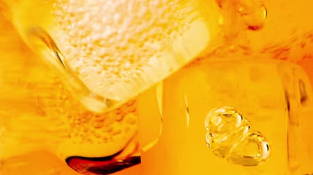 âmbar : close-up of whiskey in glass with ice used for background, whisy texture