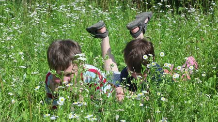 outside : children playing in grass Stock Footage