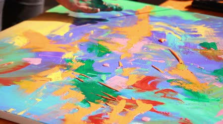passatempo : Artist paints a picture  Stock Footage
