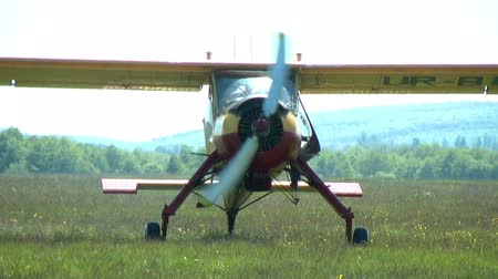авиация : small plane moves along the grassy airfield