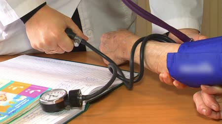 sphygmomanometer : close up doctor measures the patients blood pressure on admission Stock Footage