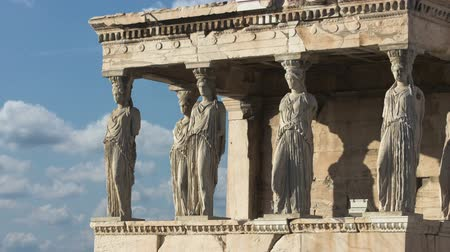 греческий : Time Lapse Ancient Acropolis In Athens Greece Porch Of Maidens Стоковые видеозаписи