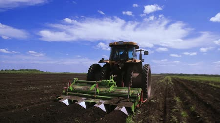 irrigate : Agriculture tractor seeding plants Stock Footage