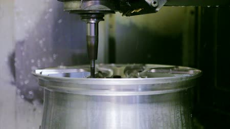 moagem : CNC milling machine on a factory