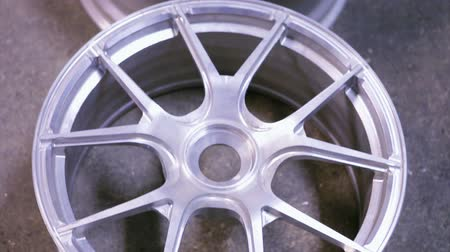 automobilový průmysl : alloy rims in production