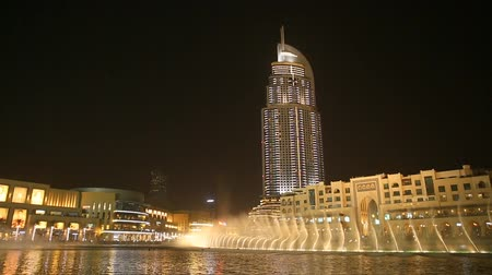 эмираты : Dubai Fountain at night Стоковые видеозаписи