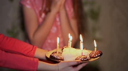 csodálkozás : Girl teenager seeing a cake and admires extinguishes candles. Birthday Celebration Stock mozgókép
