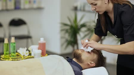 shiatsu : Face cleaning. Massage the face and neck. Bearded man.