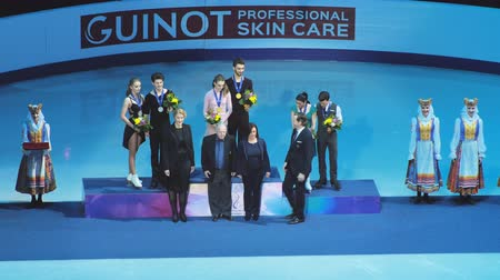 пьедестал : Minsk, Belarus - January 26, 2019: The ceremony of awarding figure skaters on the pedestal during the European Championship.