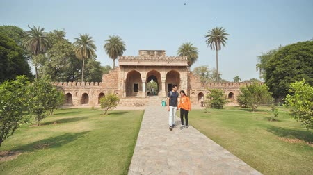 Индия : Delhi, India - November 28, 2018: The complex of buildings Humayuns tomb which is a World Heritage architecture.