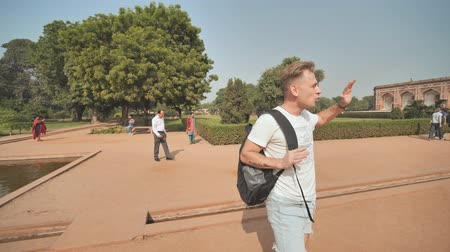 imparator : Delhi, India - November 28, 2018: Russian guide talks about complex of buildings Humayuns tomb which is a World Heritage architecture.