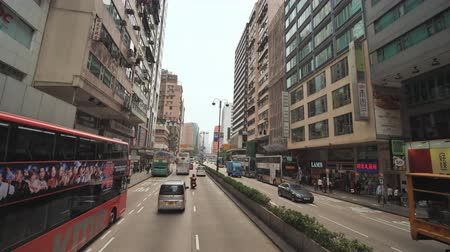 tramwaj : Hong Kong, China - January 19, 2019: Movement along streets of Hong Kong from the two-storeyed bus. Wideo