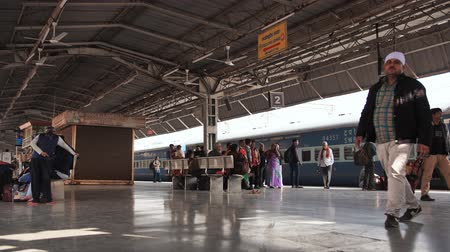 relógio : Agra, India - December 12, 2018: Railway station platform in india.