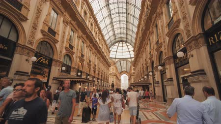 Milan, Italy - August 11, 2018: Shopping art gallery in Milan. Galleria Vittorio Emanuele II, Italy. Vídeos