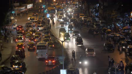 Mumbai, India - December 17, 2018: Evening traffic in Mumbai. India. Vídeos
