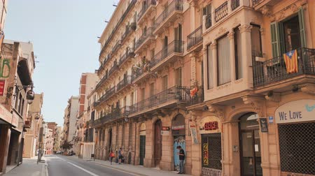 barcellona : Barcelona, Spain - August 5, 2018: Old streets of Barrio Gotico in Barcelona, Catalonia. It is centre of old city of Barcelona. Center of touristic life.