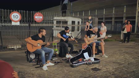 trąbka : Calella, Spain - August 9, 2018: Street musicians play in Barcelona late in the evening.